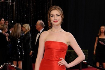 Readers Choice: Anne Hathaway Oscars Dress Ranks #10 on Best Dressed List