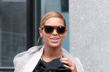 Beyonce Continues to Wear Blue Nail Polish
