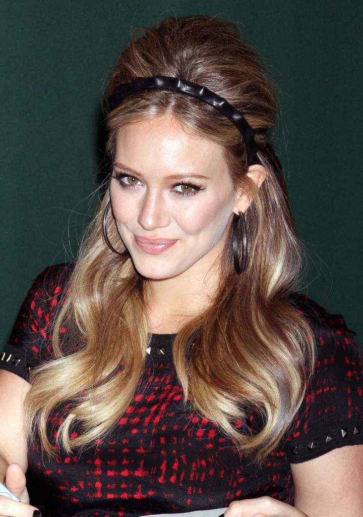Hilary Duffs Retro Hairstyle At Her Book Signing For Devoted