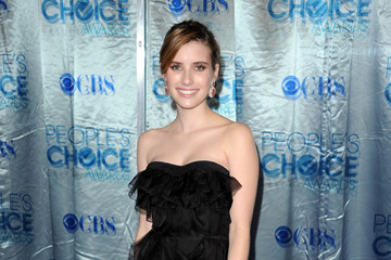 Emma Roberts Hits the Red Carpet at the 2011 People's Choice Awards