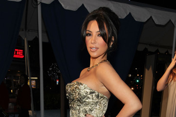 Kim Kardashian Is the Pearl of the 2011 People's Choice Awards in Christian Louboutin Pumps