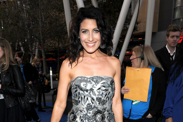 Lisa Edelstein Goes Silver With an Alexander McQueen Clutch at the 2011 People's Choice Awards
