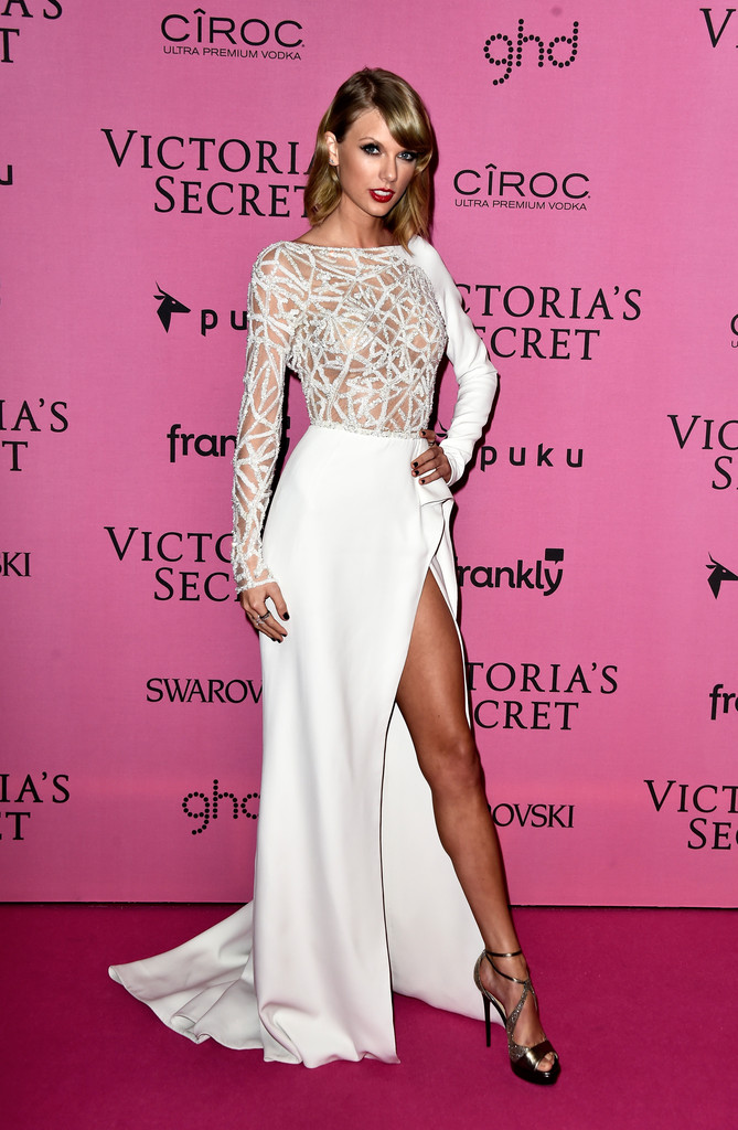 Taylor Swift in Zuhair Murad - Best of 2015: Red Carpet Gowns - Livingly