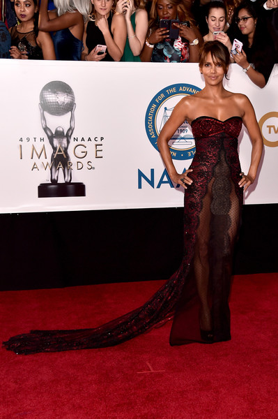 Halle Berry In Reem Acra At The NAACP Image Awards