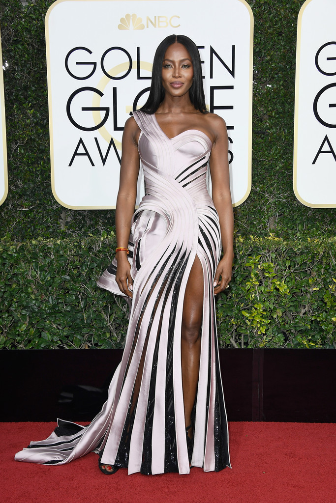 naomi campbell in atelier versace at the 2017 golden
