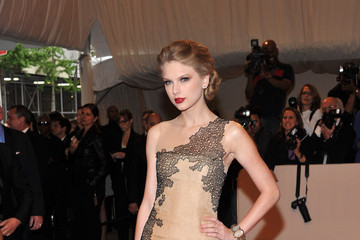 Taylor Swift Makes Best Dressed List at Met Gala 2011