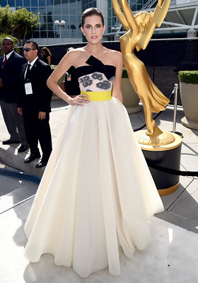 Allison Williams Wows in Giambattista Valli at the 2014 Emmys