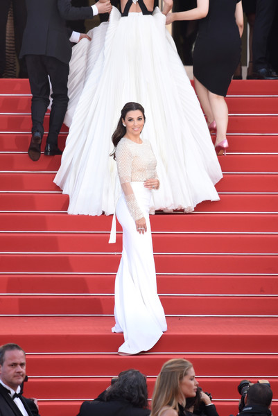 How tiny Eva Longoria looks next to this gown