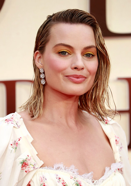 Margot Robbie\'s Wet Hair Look at a London Premiere - The Most Daring ...