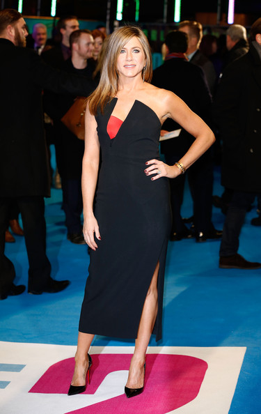 In A Strapless Antonio Berardi Dress At The London Premiere Of 'Horrible Bosses 2'