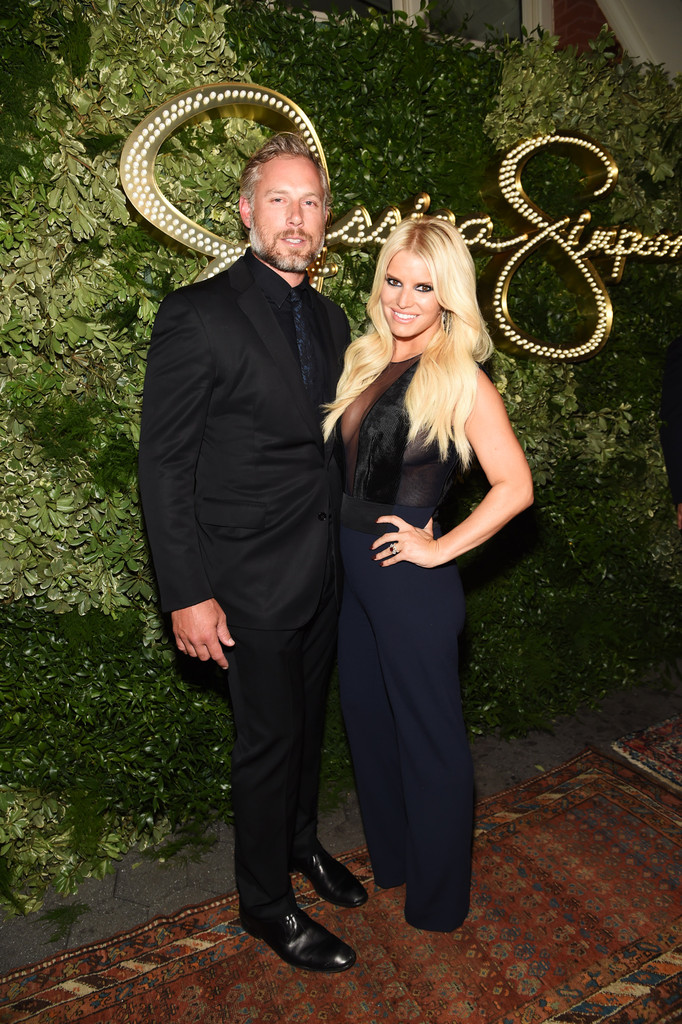 Jessica Simpson and Eric Johnson - Celebrity Couples with Extreme Height Differences - Livingly