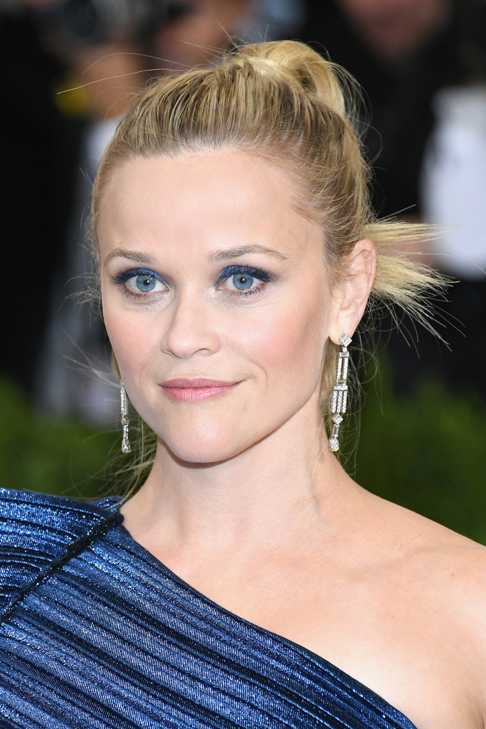 Reese Witherspoons Spikey Updo At The Met Gala The Most Daring