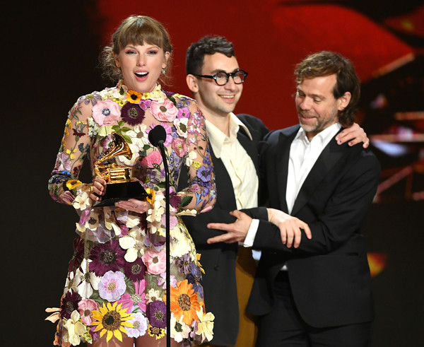 63rd Annual GRAMMY Awards – Telecast [smile,sleeve,entertainment,fashion design,suit,formal wear,performing arts,flower,event,tie,bikini top,taylor swift,jack antonoff,aaron dessner,telecast,l-r,award,los angeles convention center,annual grammy awards,event,fashion,socialite,product,dos gardenias stein square neck bralette bikini top,event,performance m]