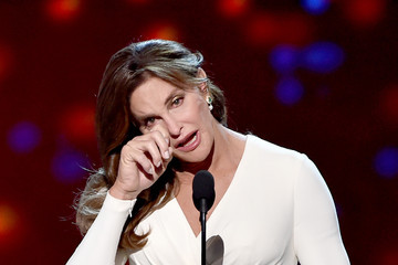 "Caitlyn Jenner Accepts Arthur Ashe Courage Award at ESPYS, Says ""Make Your Jokes About Me, but Leave the Kids Alone"""