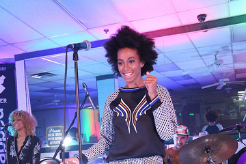 Solange Knowles Raises the Style Bar — At a Laundromat!