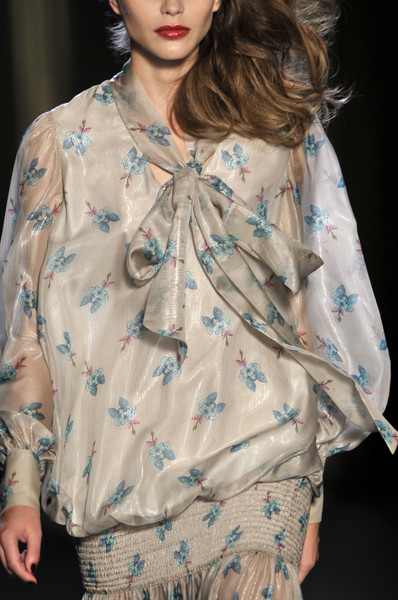 Akhmadullina at Paris Spring 2010 (Details)