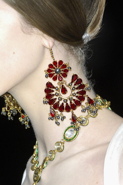 Alexander McQueen at Paris Fall 2008 (Details) [jewellery,fashion accessory,neck,body jewelry,bridal accessory,necklace,ear,metal,jewellery,necklace,fashion accessory,earring,fashion,jewelry design,body jewelry,gemstone,crown,paris fashion week,earring,necklace,jewellery,fashion accessory,jewelry design,fashion,gemstone,crown,dress]