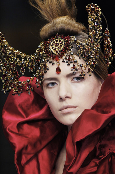 Alexander McQueen at Paris Fall 2008 (Details) [headpiece,hair accessory,beauty,fashion,headgear,fashion accessory,crown,jewellery,hair accessory,fashion accessory,alexander mcqueen,amanda laine,fashion,headpiece,headgear,beauty,savage beauty,paris fashion week,amanda laine,paris fashion week,mcqueen,headgear,headpiece,fashion,ready-to-wear,savage beauty,haute couture,autumn]