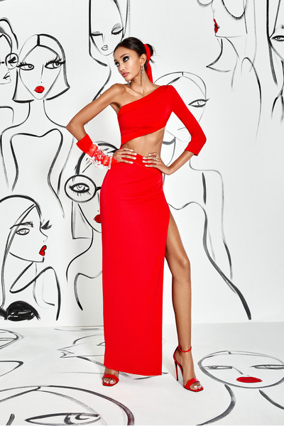 Alice + Olivia at New York Spring 2022 [art,joint,hand,hairstyle,arm,shoulder,leg,white,human,human body,fashion,shoe,fashion,beauty,design,gown,red,illustration,alice olivia,new york fashion week,fashion,design,gown / m,shoe,art,beauty,red,illustration,h m,beauty.m]