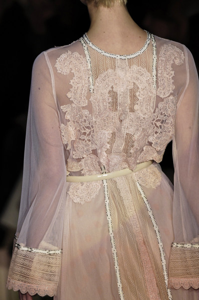Amuleti J at Milan Fall 2006 (Details)