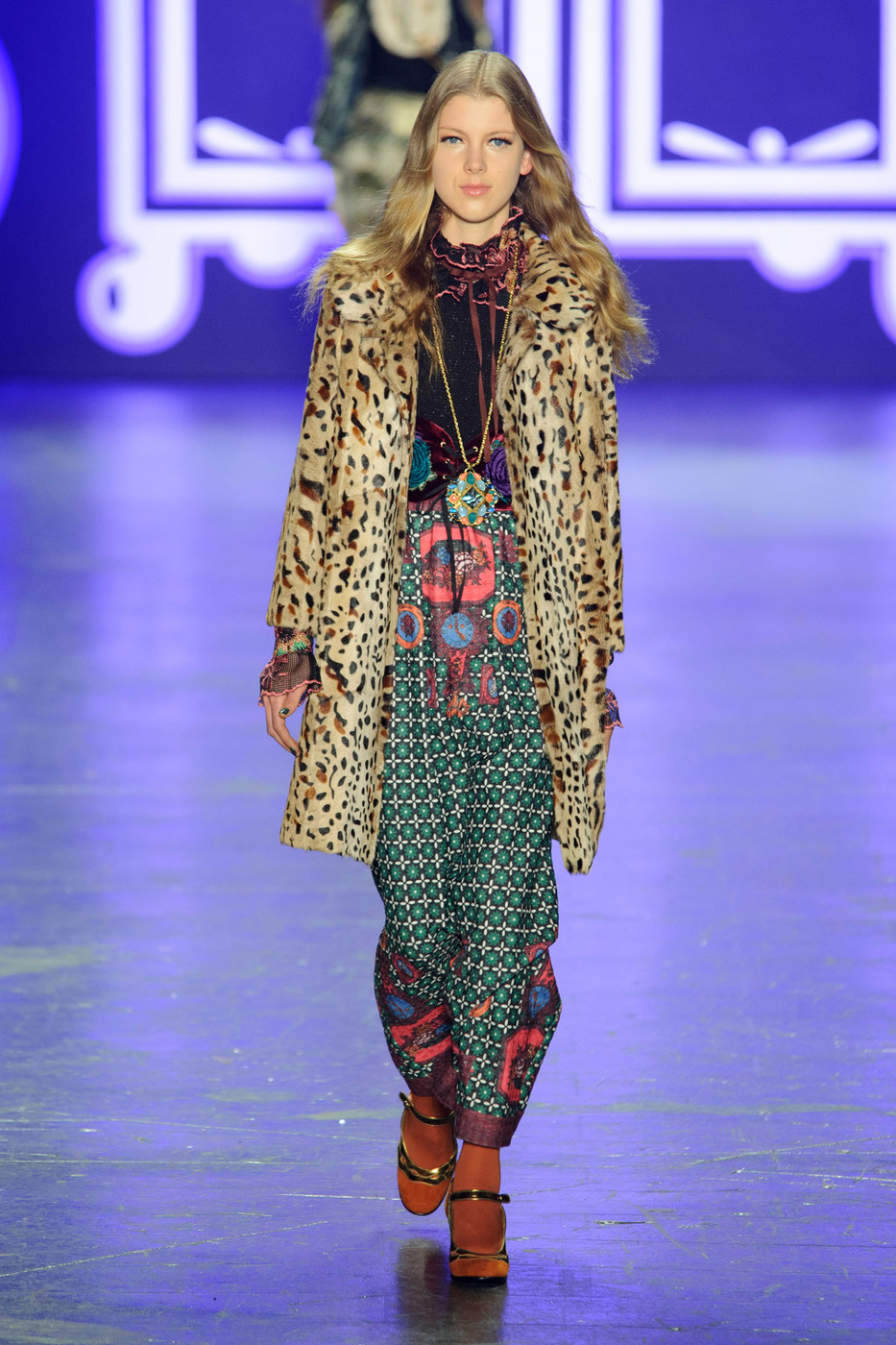 Anna Sui Fall 2018 Ready-to-Wear Collection - Vogue 82
