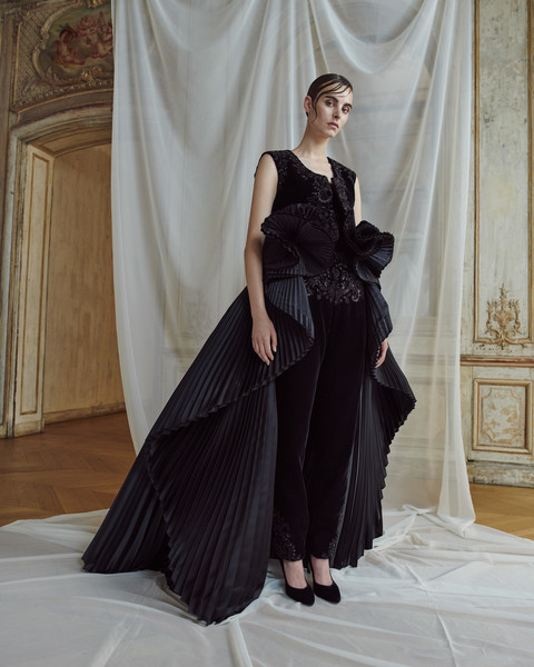 Ashi Studio at Couture Fall 2018 [clothing,dress,fashion model,gown,shoulder,fashion,haute couture,bridal party dress,beauty,formal wear,couture fall,fashion,haute couture,ashi studio haute couture,fashion week,runway,clothing,ashi studio,fashion show,paris fashion week,ashi studio haute couture,paris fashion week,haute couture,fashion,zuhair murad,fashion show,autumn,fashion week,runway]
