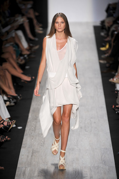 BCBG Max Azria at New York Spring 2009