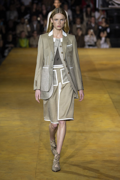 Burberry Prorsum at London Spring 2020 [fashion,fashion model,runway,fashion show,clothing,outerwear,footwear,public event,human,haute couture,outerwear,footwear,runway,fashion week,model,vogue,clothing,burberry prorsum,london fashion week,fashion show,london fashion week,riccardo tisci,fashion show,fashion week,ready-to-wear,model,runway,burberry,vogue]