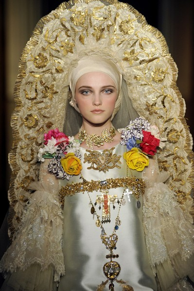 Christian Lacroix at Couture Fall 2009 (Details)