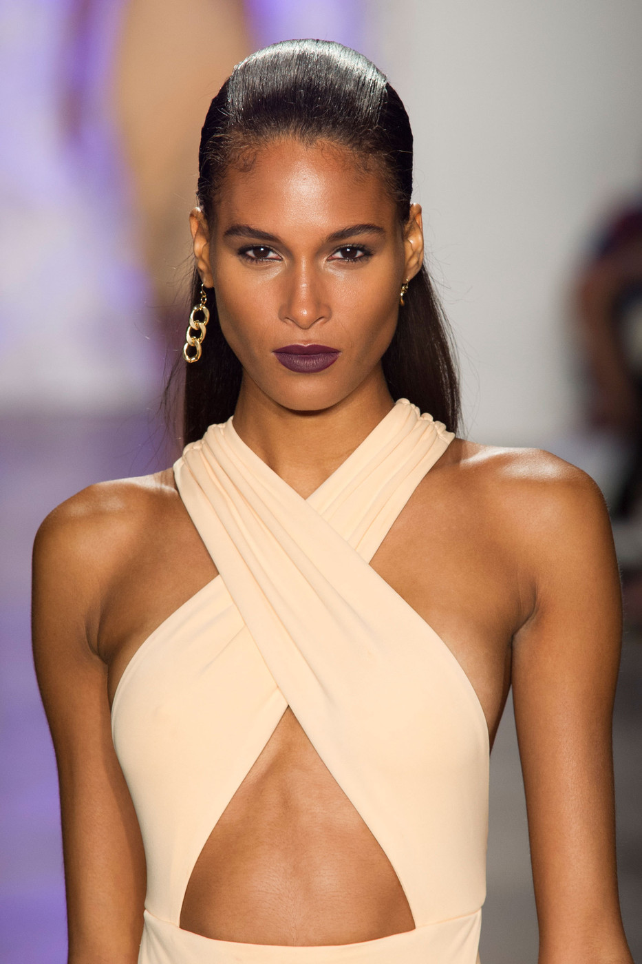 Watch Backstage Beauty at the Cushnie et Ochs Spring 2014 RTW Show video