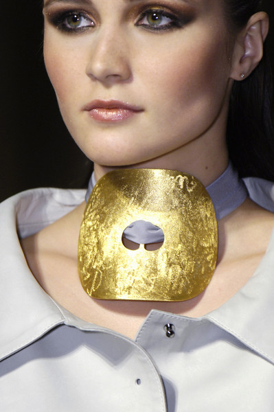 Dominique Sirop at Couture Fall 2005 (Details)