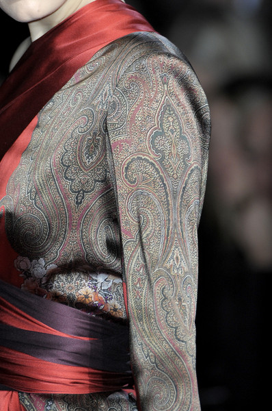 Etro at Milan Fall 2010 (Details) [tattoo,visual arts,drawing,tattoo,skin,shoulder,arm,joint,back,design,sleeve,visual arts,pattern,designer,design,skin,sleeve,\u0e23\u0e48\u0e21\u0e40\u0e01\u0e25\u0e49\u0e32\u200b,etro,milan fashion week,visual arts,design,drawing,tattoo,\u0e23\u0e48\u0e21\u0e40\u0e01\u0e25\u0e49\u0e32\u200b,designer]