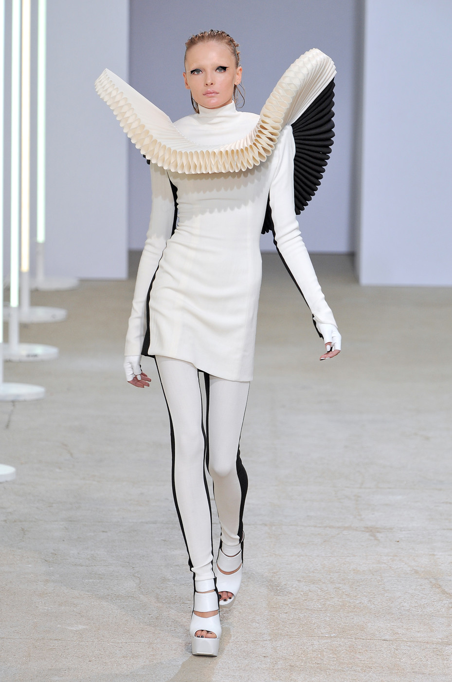 Gareth Pugh Spring 2009 Runway Pictures Livingly