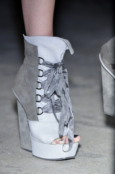 Gareth Pugh at Paris Spring 2010 (Details)