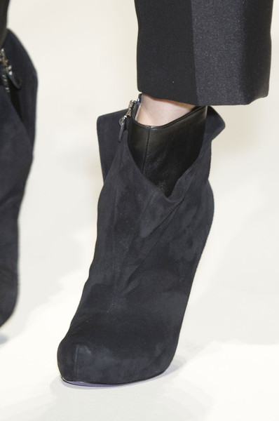 Gianfranco Ferré at Milan Fall 2012 (Details)