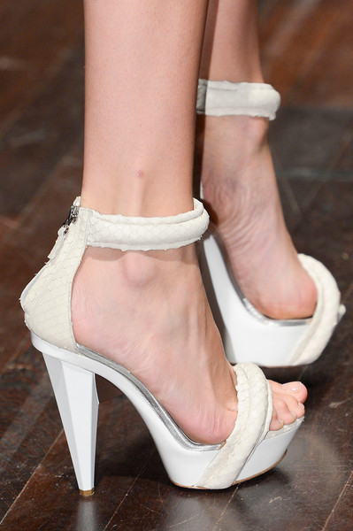 Gianfranco Ferré at Milan Spring 2013 (Details)
