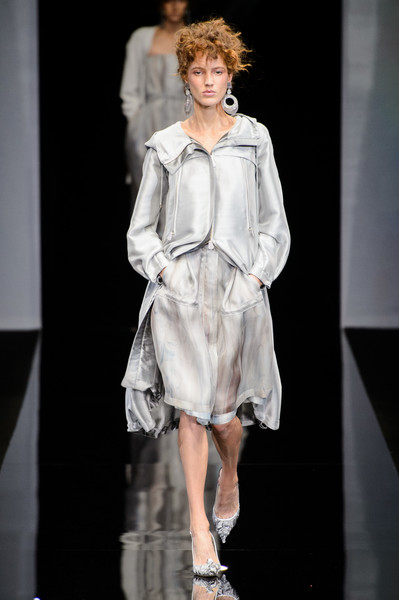 Giorgio Armani at Milan Spring 2019 [fashion model,fashion,clothing,fashion show,runway,fashion design,haute couture,dress,public event,event,fashion,runway,fashion week,spring,fashion design,haute couture,giorgio armani,milan fashion week,event,fashion show,milan fashion week,fashion show,armani,spring,fashion,summer,runway,ready-to-wear,fashion week]