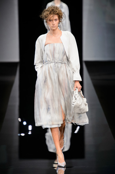 Giorgio Armani at Milan Spring 2019 [fashion model,fashion,fashion show,runway,clothing,dress,shoulder,fashion design,hairstyle,event,dress,fashion,runway,fashion week,spring,clothing,shoulder,giorgio armani,milan fashion week,fashion show,milan fashion week 2018,fashion show,armani,spring,fashion,fashion week,ready-to-wear,runway,autumn]