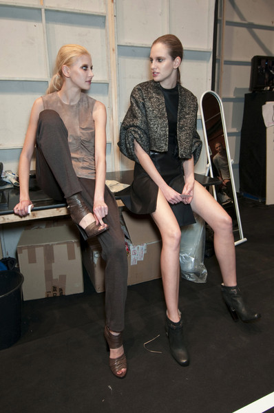 Guy Laroche at Paris Fall 2010 (Backstage)
