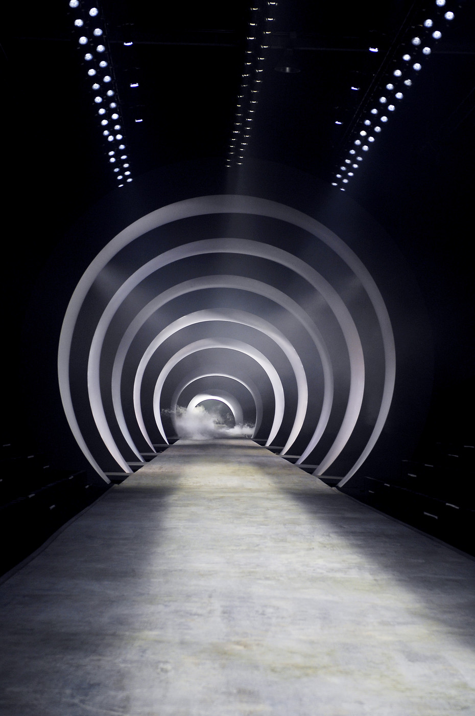 Herm s at paris fashion week fall 2010 livingly for Runway stages