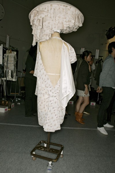 Hussein Chalayan at Paris Spring 2007 (Backstage)