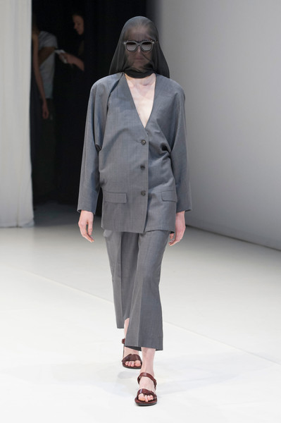 Hussein Chalayan at London Spring 2018 [fashion show,fashion,runway,clothing,fashion model,suit,human,outerwear,pantsuit,blazer,hussein chalayan,runway,fashion,fashion week,spring,clothing,fashion model,suit,london fashion week,fashion show,hussein chalayan,runway,fashion show,ready-to-wear,spring,fashion,london fashion week,fashion week,summer,guillaume henry]