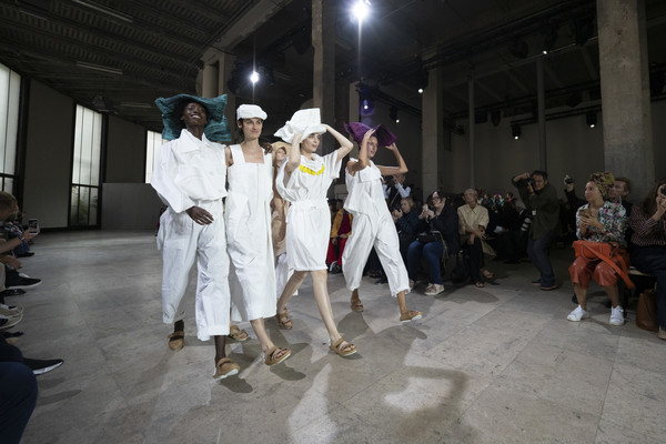 Issey Miyake at Paris Spring 2019 [art,performance art,event,fashion,performance,performance art,dance,performing arts,issey miyake,fashion,fashion week,runway,performance,paris fashion week,fashion show,event,issey miyake,paris fashion week 2018,fashion show,fashion,runway,art,fashion week,haute couture,ready-to-wear]