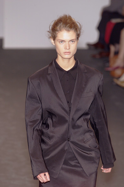 Jil Sander at Milan Spring 2001 [fashion show,fashion model,fashion,clothing,runway,outerwear,hairstyle,human,public event,suit,supermodel,socialite,fashion,runway,model,pick,haute couture,pieces,milan fashion week,fashion show,fashion,runway,fashion show,model,haute couture,supermodel,the fashion runway,pick of the pieces,socialite]