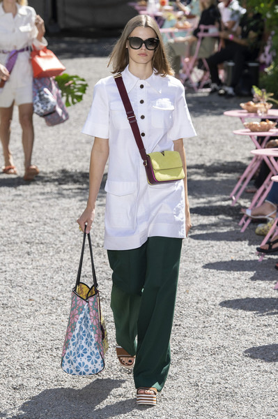 Kate Spade at New York Spring 2020 [spring 2020 fashion show,white,clothing,street fashion,fashion,jeans,shoulder,snapshot,footwear,outerwear,spring,jeans,fashion,street fashion,runway,shoulder,spring,kate spade,new york fashion week,balance festival,new york fashion week,runway,kate spade new york,fashion,spring 2020 fashion show,balance festival,fashion week,kollektion,model]