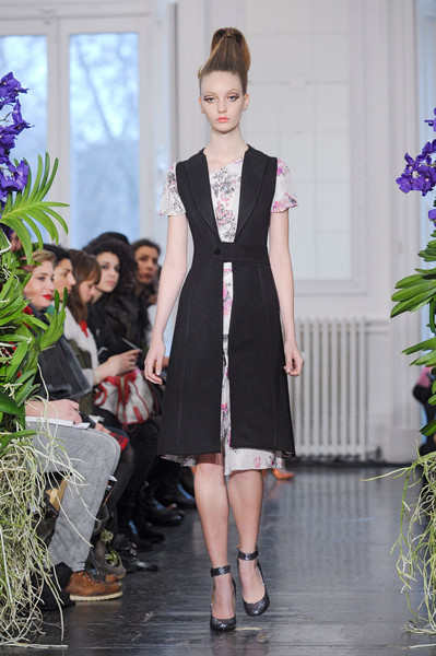 Kinder Aggugini at London Fall 2011