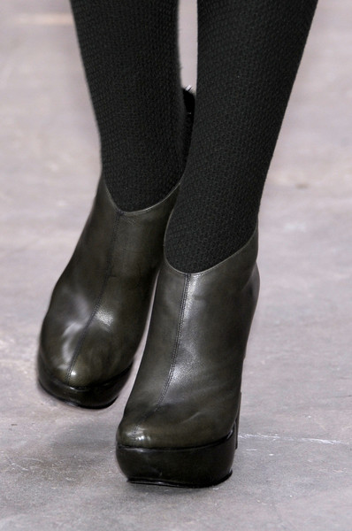Louise Goldin at London Fall 2010 (Details)