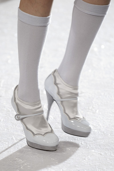 Luisa Beccaria at Milan Fall 2010 (Details)