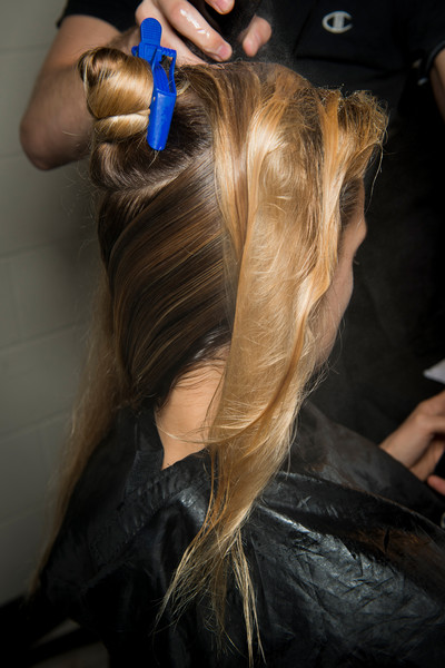 Marc Jacobs at New York Spring 2018 (Backstage) [new york fashion week spring,hair,hair,hairstyle,hair coloring,blond,long hair,beauty,step cutting,hair care,hairdresser,layered hair,marc jacobs,hair m,brown,hair coloring,long hair,brown hair,color,blond,hair coloring,long hair,hair m,brown hair,blond,hair,color,brown,02pd - circolo del partito democratico di milano]