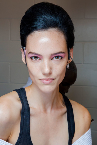 Marc Jacobs at New York Spring 2019 (Backstage) [hair,face,eyebrow,hairstyle,chin,lip,forehead,beauty,skin,nose,marc jacobs,beauty,eye shadow,fashion,makeup,eye liner,hair,hairstyle,face,new york fashion week,beauty,eye shadow,marc jacobs,facial makeup,eyestamp delineador de ojos sello eyeliner,eye liner,fashion,highlighter,skin care,make-up artist]